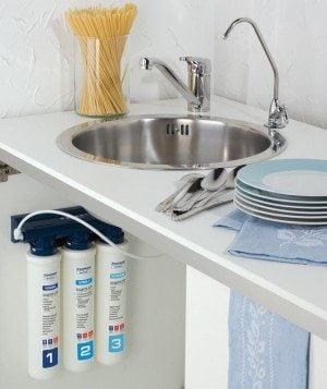 Sistem de filtrare al apei de la chiuveta