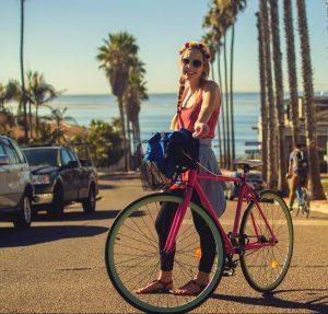 Bicicleta de oras cu cos de transport