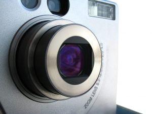 Aparat foto compact cu lentile si zoom optic
